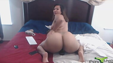 Chubby Asian cam girl lucky lee with massive ass