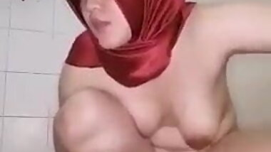 Indonesian Hijab Girl Masturbating 09 - Cucumber Playing